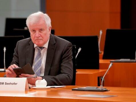Seehofer verbietet Berlin die Aufnahme von Flüchtlingen