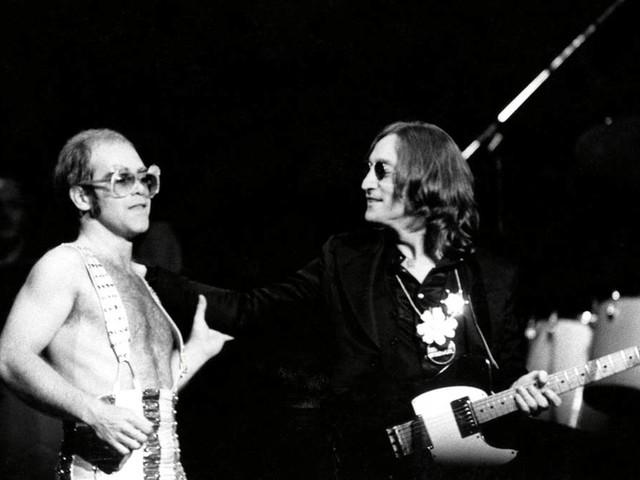 """Autobiografie """"Ich"""": Drogen mit John Lennon und ein Auftritt als Donald Duck: Zehn absurde Episoden aus Elton Johns Leben"""