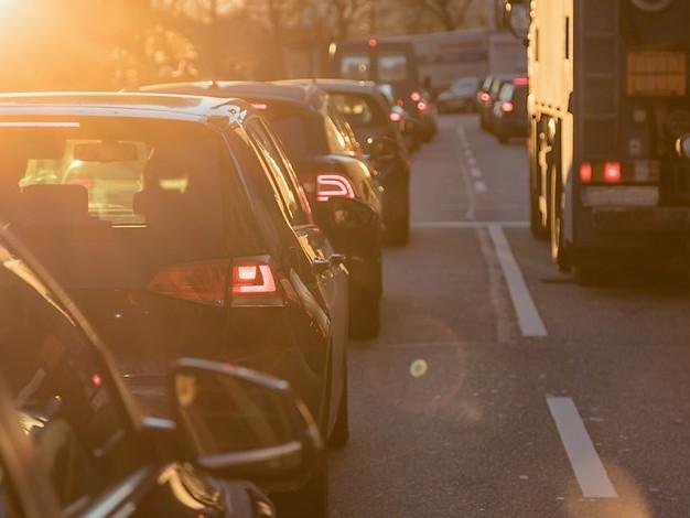 Verkehrswissen aufgefrischt: : Neue Regelungen und populäre Irrtümer im Straßenverkehr