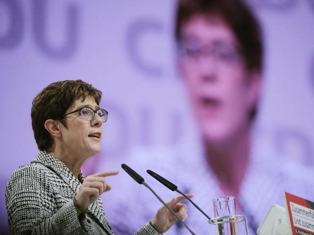 Kramp-Karrenbauer bleibt hart: Werbeverbot für Abtreibung: Koalition unter Druck