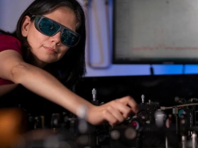 Forschung: Dünne Folie verwandet normale Brillen in Nachtsichtgeräte