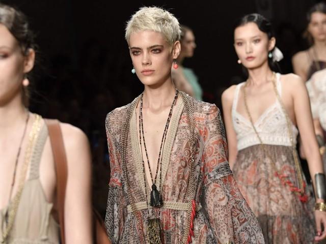 Mailänder Modewoche: Leichte Stoffe und durchsichtige Blusen im Trend