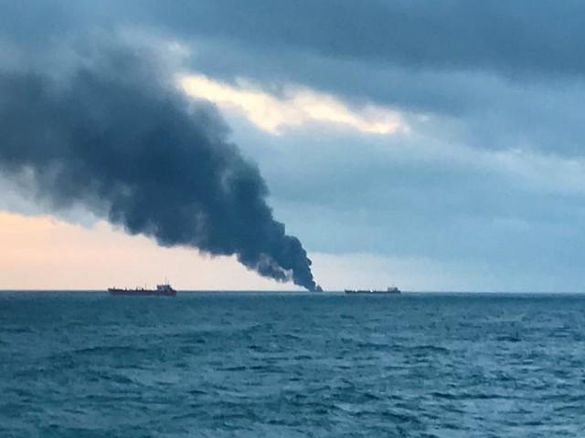 Mindestens 14 Tote bei Brand zweier Schiffe vor der Küste der Krim