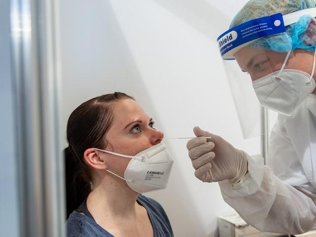 News zur Corona-Pandemie - 7337 Corona-Neuinfektionen in Deutschland - 57 Prozent befürworten 2G-Regeln für Gastronomie