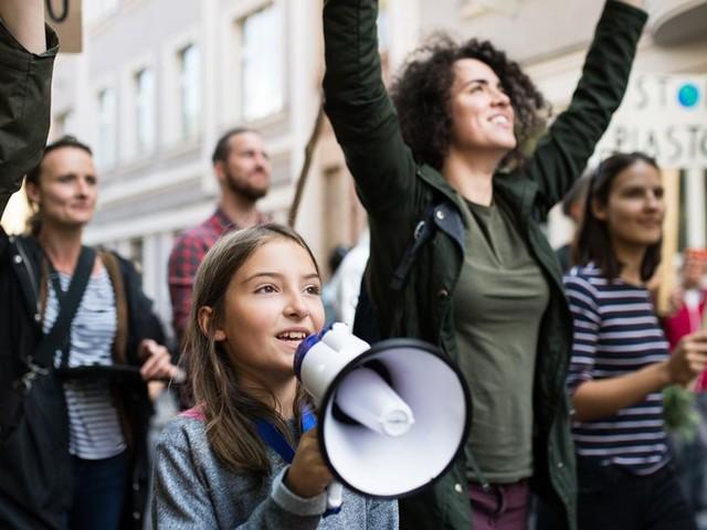 """""""Demokratie ist eine gesellschaftliche Aufgabe"""": Experte über Politikverdrossenheit junger Menschen"""
