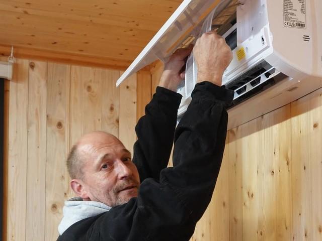 Vorbereitungen für den Winter: Verein schafft 900 Heizungen für das Ahrtal an
