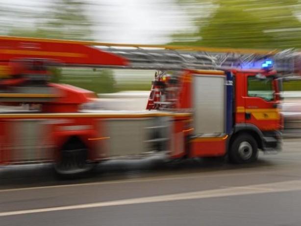 Brände: Dachstuhl von Haus in Bönningstedt in Flammen