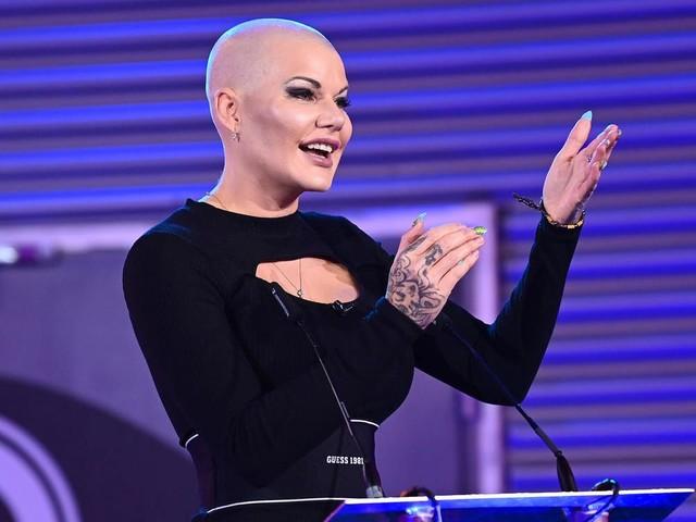 """""""Promi Big Brother"""" 2021: Melanie Müller gewinnt – mit Glatze und viele Tränen"""