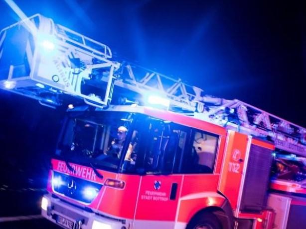 Brände: Feuer in Mehrfamilienhaus in Hennigsdorf