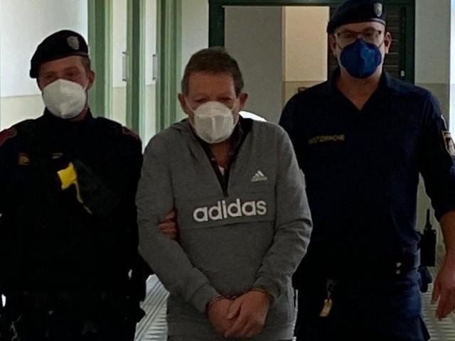 """""""Bin explodiert"""": Mann schlug Frau mit Maurerfäustel den Schädel ein"""