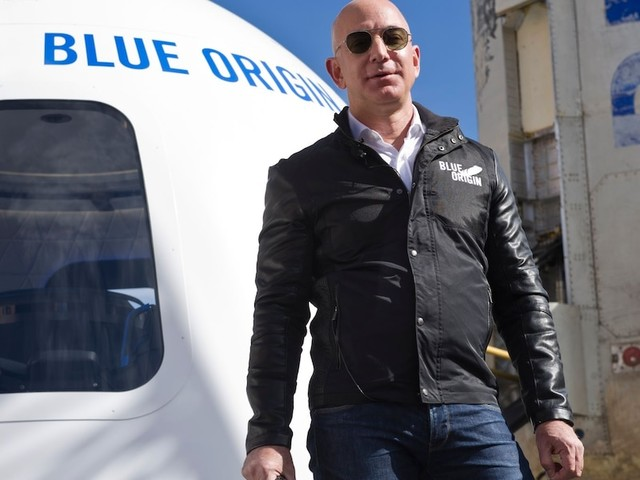 Nächster Milliardär macht Weltraum-Trip - Amazon-Gründer Bezos nach All-Ausflug wieder auf der Erde gelandet