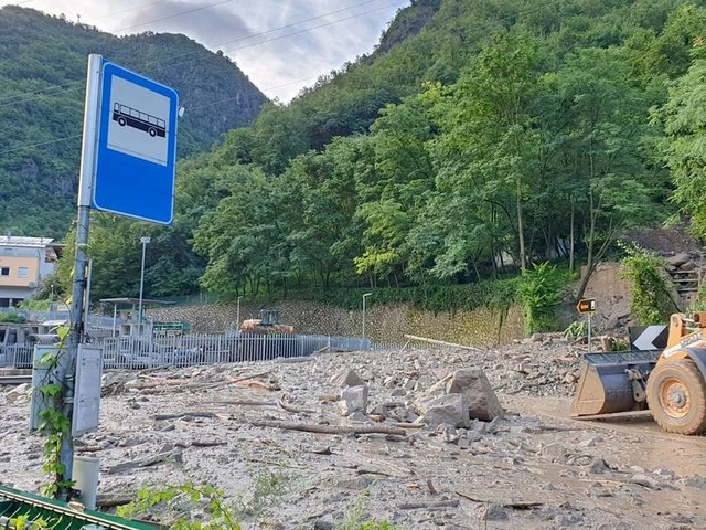 Hochwasser-Alarm in Südtirol – Straßen wegenErdrutschen gesperrt