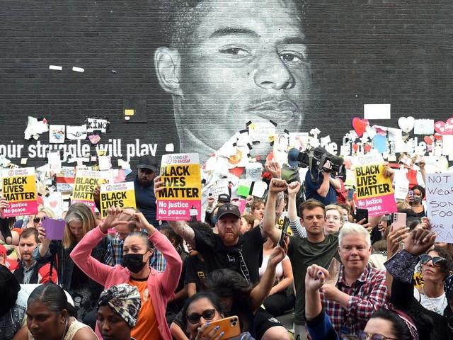 Elf Festnahmen nach Rassismus gegen England-Trio