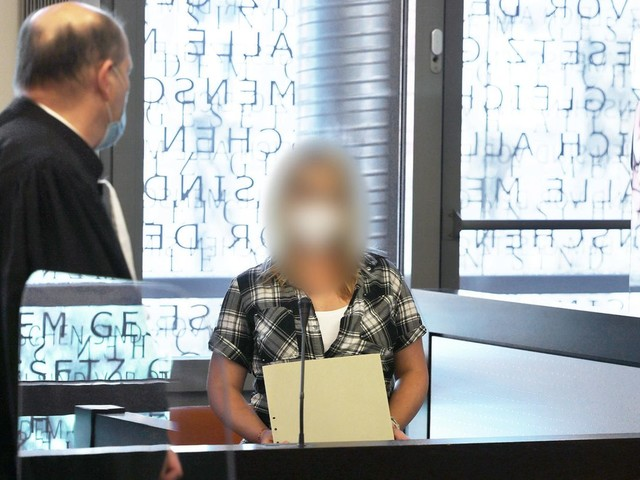 Fünffach-Mord in Solingen: Prozess um fünf getötete Kinder: Mutter schweigt, Anwälte streiten