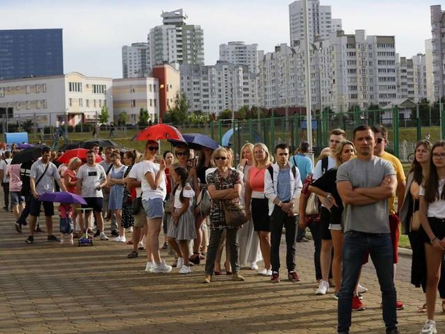 Weißrussland: Belarus-Wahl beendet - Zu wenig Stimmzettel für wartende Bürger