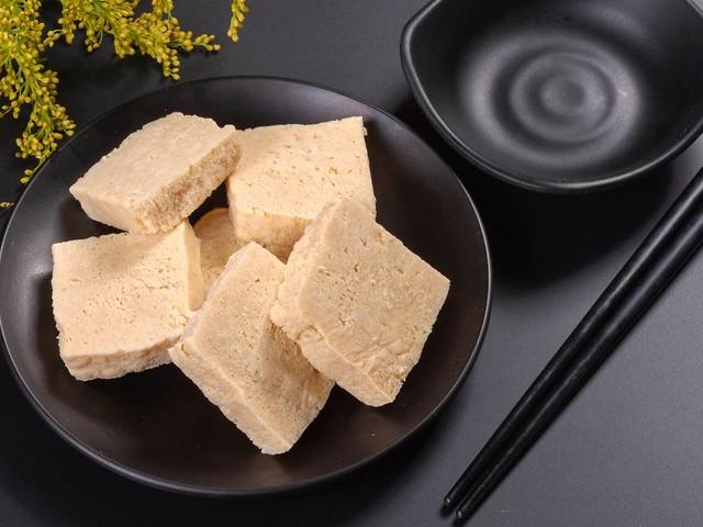 """Pflanzlicher Tausendsassa: Zehn Tofu-Produkte sind """"gut"""""""