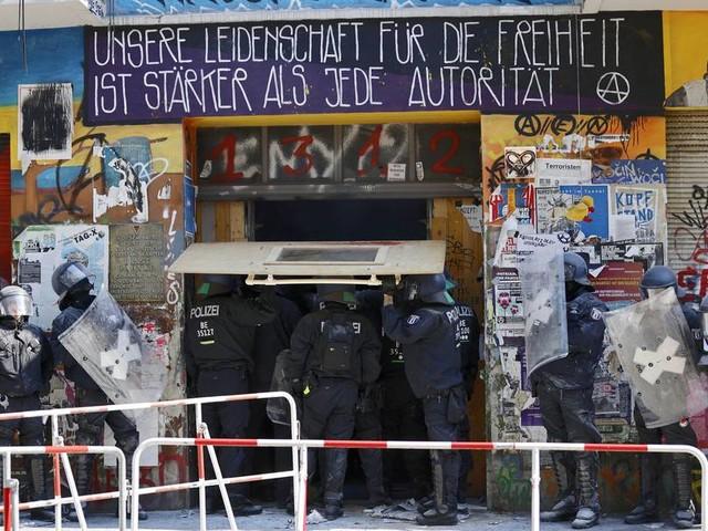 Häuserschlacht um Rigaer Straße – ohne Rücksicht auf Verluste