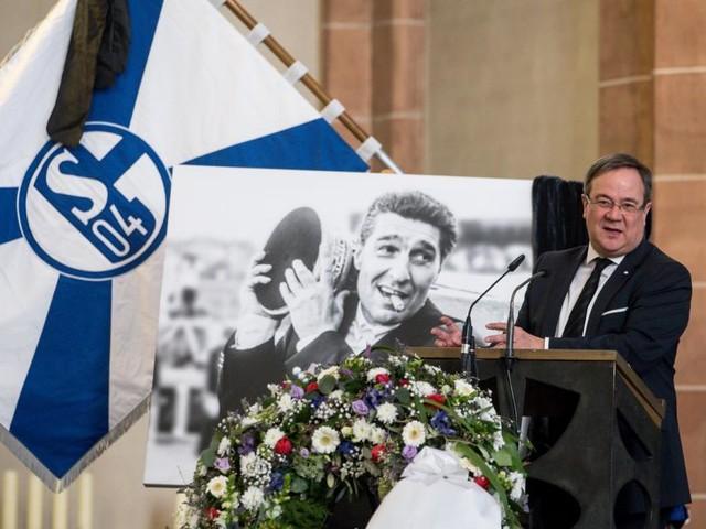 Assauer-Abschied: Thomalla erweist Schalke04-Manager letzte Ehre