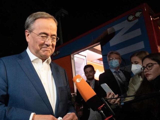 Letzte Umfragen zur Bundestagswahl 2021: Laschet rückt Scholz auf die Pelle