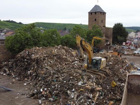 Hochwasser-Katastrophe - Ahrweilers Landrat empört über Vorwürfe