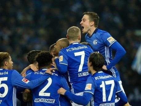 3:2 gegen Augsburg – Schalke ist erster Bayern-Jäger