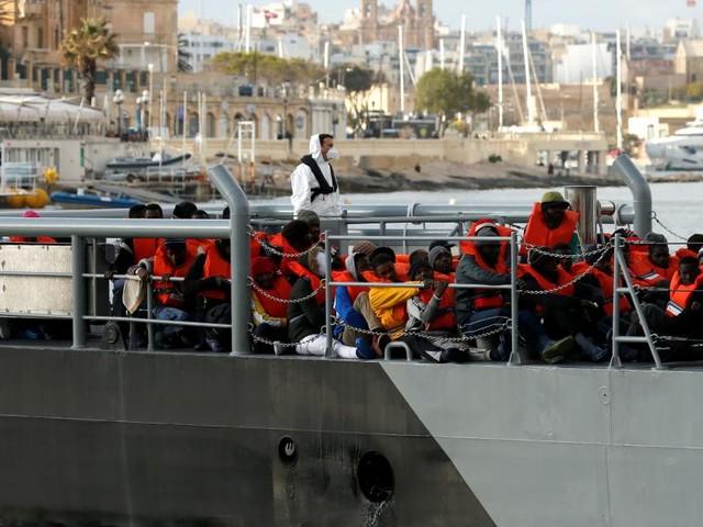"""Flüchtlinge von Rettungsschiff """"Alan Kurdi"""" dürfen in Malta an Land"""