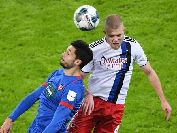 Fußball-Ticker: HSV-Konkurrent Heidenheim bindet Topstürmer