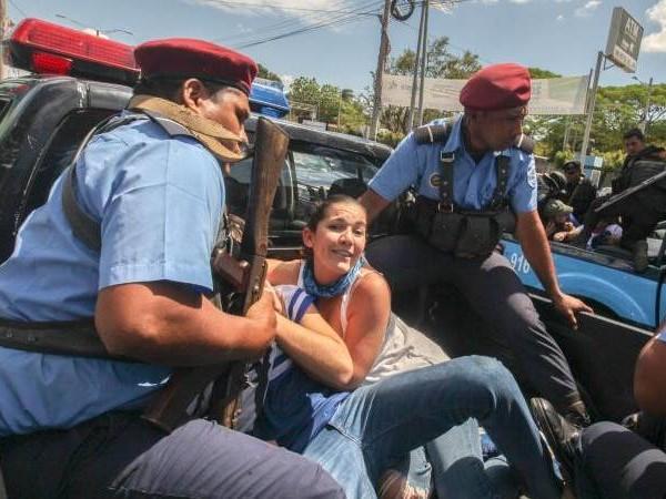 Über 100 Festnahmen: Polizei attackiert Demonstranten in Nicaragua