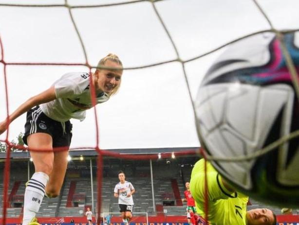Fußball: WM-Qualifikation: DFB-Frauen starten mit 7:0 gegen Bulgarien