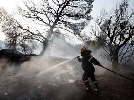 Brand in Athen vorerst unter Kontrolle, Angst vor starkem Wind bleibt