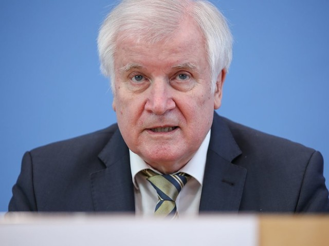 Corona-Pandemie: Horst Seehofer will an kostenlosen Tests festhalten