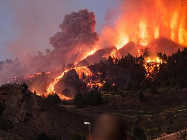 Vulkanausbruch auf La Palma – Häuser gehen in Flammen auf