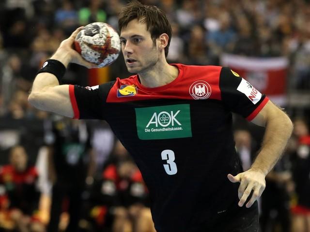 So verdreht Gensheimer sein Gummi-Handgelenk – und noch mehr Handball-Tricks