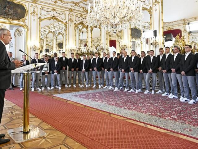 Der Bundespräsident verabschiedete ÖFB-U21 zu EM nach Italien