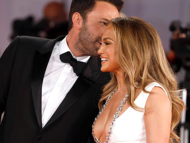 """Jennifer Lopez & Ben Affleck: Strahlen, flüstern, knutschen – """"Bennifers"""" Liebesshow"""