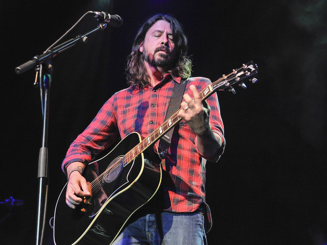 """""""Neuer Grohl an den Drums"""" – Foo Fighters jammen """"We Will Rock You"""" mit Dave Grohls Tochter (8)"""