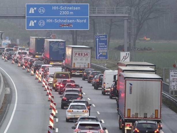 Hamburg: Bombe an der Autobahn A7: Experten beraten Evakuierung
