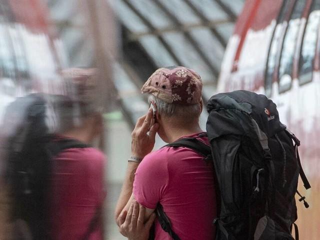 Funklöcher im Zug sollen Vergangenheit sein: Telekom und Bahn versprechen lückenloses Mobilfunknetz entlang der Schiene