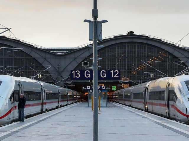 Debatte über billigere Tickets: Bahn-Chef hofft auf fünf Millionen zusätzliche Passagiere
