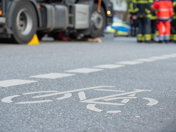 Hamburg: Winterhude: Erneut Unfall mit Radfahrer auf der Bebelallee