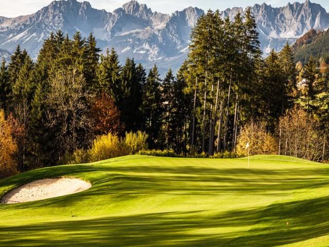 Golfreisen in Österreich: Abschlag mit Abstand