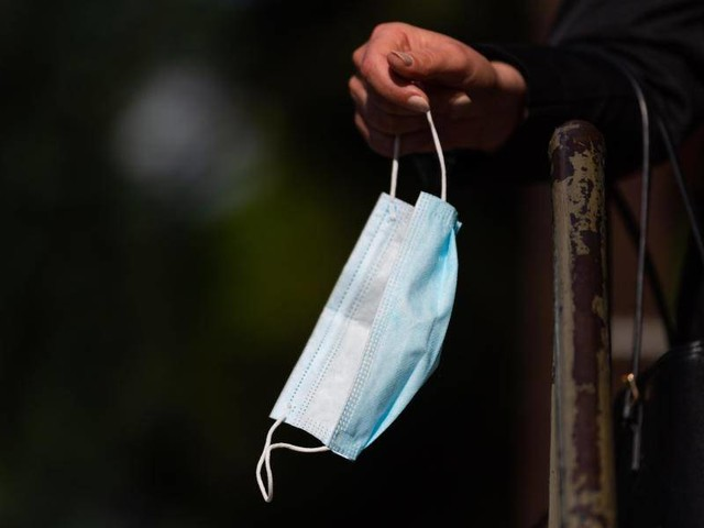 Corona-Pandemie: RKI: Inzidenzanstieg vor allem bei Jüngeren
