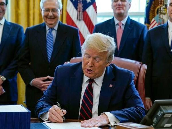 Geldflut gegen Corona-Krise: Trump unterzeichnet Billionen-Konjunkturpaket