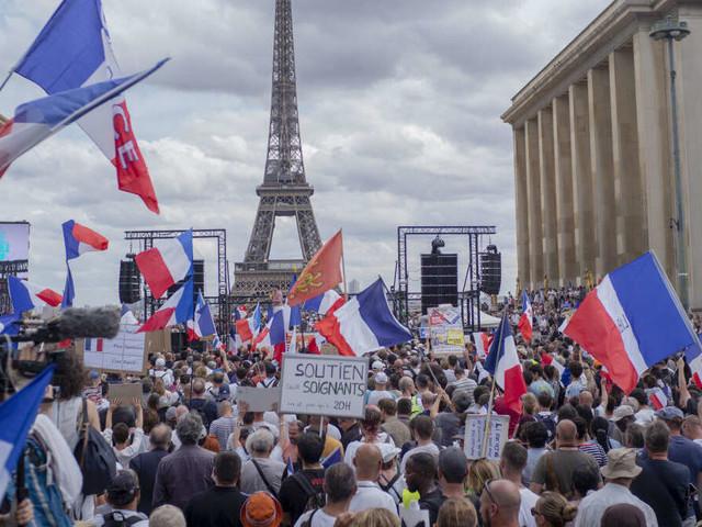 Corona-Impfpflicht genehmigt: Frankreich bleibt trotz Protesten hart - einschneidende Folgen bei Missachtung