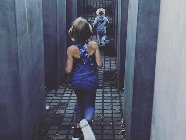 US-Superstar lässt eigene Kinder in Berliner Holocaust-Gedenkstätte toben - große Empörung