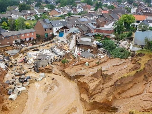 Unwetter: Gefahr an der Steinbachtalsperre gebannt – Abbruchkante in Erftstadt weiter ein Risiko