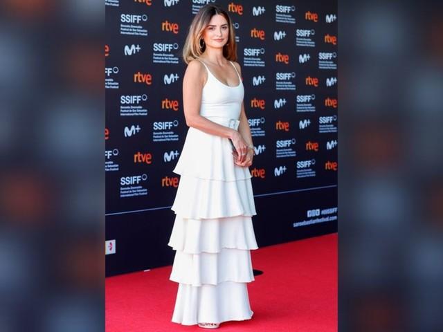 Penélope Cruz: Sie begeistert im eleganten Rüschenkleid