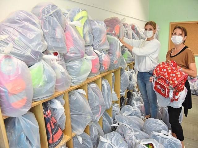 Lehrerinnen sammeln Hunderte Schulranzen für das Ahrtal