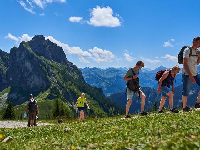 Zu Fuß auf den Berggipfel: Warum strengen sich Menschen freiwillig an?