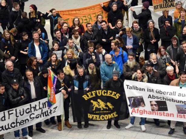 Neunter Flug nach Afghanistan: Abschiebeflug nach Kabul mit 19 Asylbewerbern gestartet